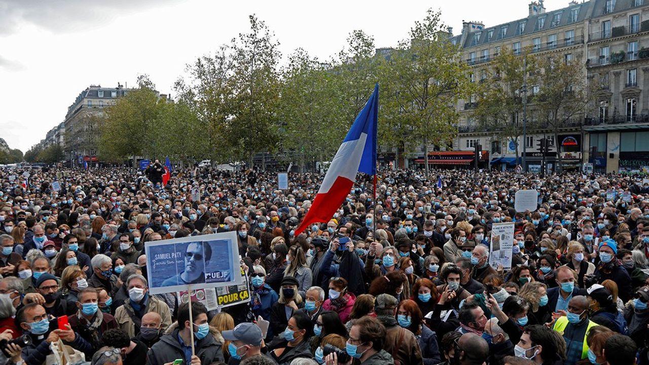 Manifestation place de la République à Paris, en hommage à Samuel Paty, victime du terrorisme islamiste.