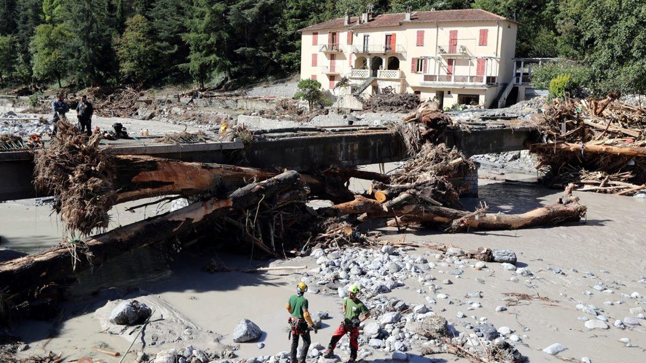 Les crues dans les Alpes-Maritimes ont provoqué de très importants dégâts sur les infrastructures.