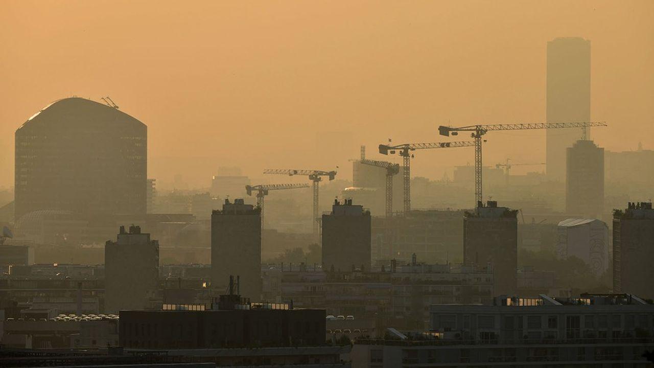 En France, Paris paye le plus lourd tribut à la pollution de l'air, avec un coût moyen par habitant estimé à 1.602euros chaque année.