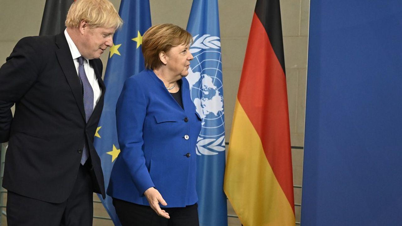 Angela Merkel aurait beaucoup à perdre en cas de Brexit sans accord car son pays est le premier exportateur d'Europe. Mais le Royaume-Uni de Boris Johnson risque gros également.