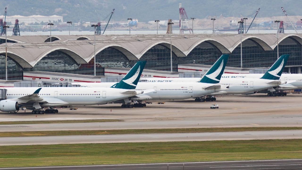 Le plan prévoit 5.300 licenciements secs d'employés basés à Hong Kong, 600 autres basés ailleurs, le reste en départs naturels non remplacés.