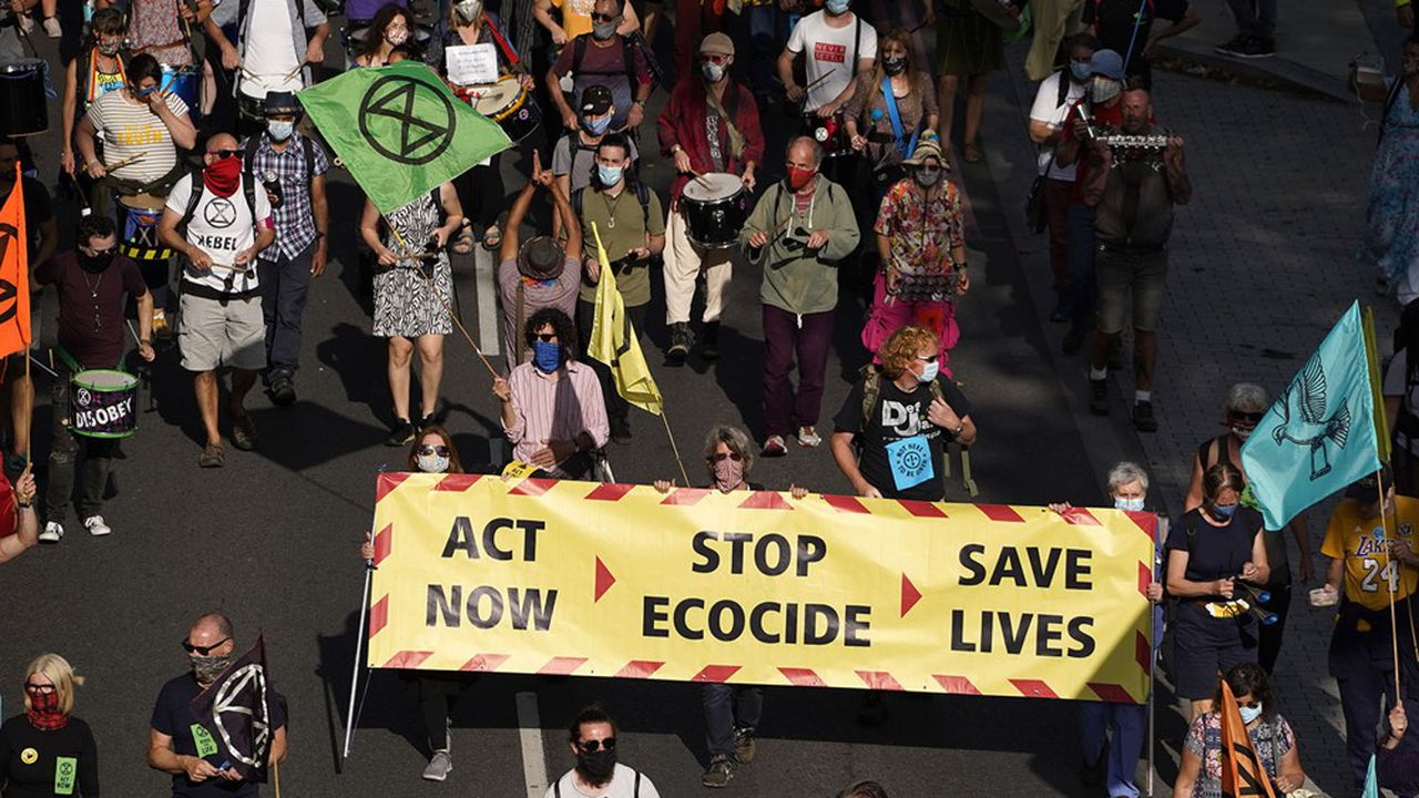 Des activistes du groupe Extinction Rebellion lors d'une manifestation contre le changement climatique, à Londres le 10septembre.