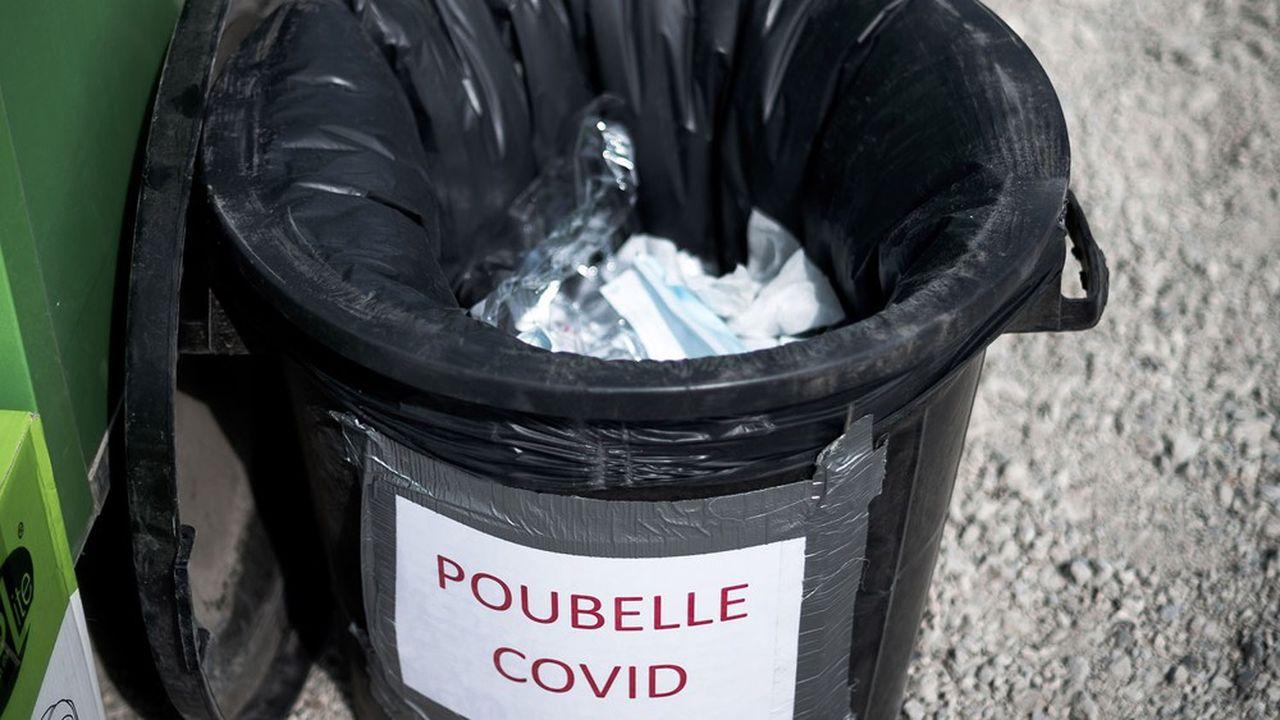 Poubelle de déchets de type Covid.