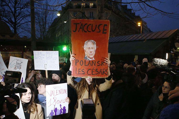 Manifestation contre la nomination de Roman Polanski aux César, juste avant la cérémonie.