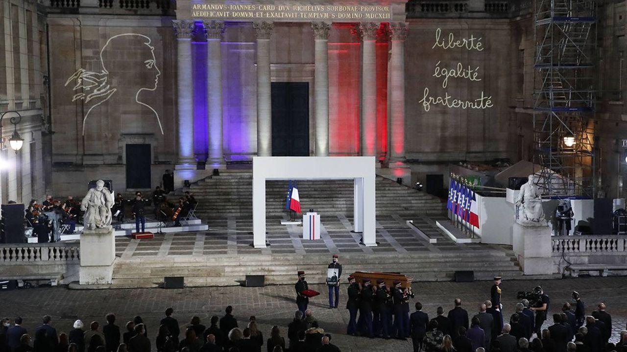 Hommage à Samuel Paty dans la cour d'honneur de la Sorbonne, 21 octobre 2020.