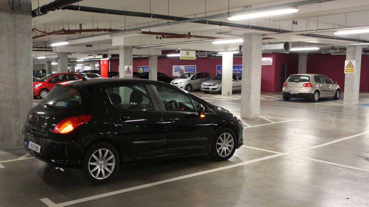 Il faut débourser aujourd'hui en moyenne 34.458euros pour acheter un parking dans la capitale et 155euros par mois pour le louer.
