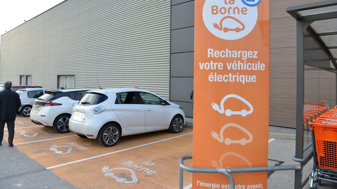 La Fédération du commerce et de la distribution compte aujourd'hui 6.000 bornes installées sur les parkings des grandes surfaces.