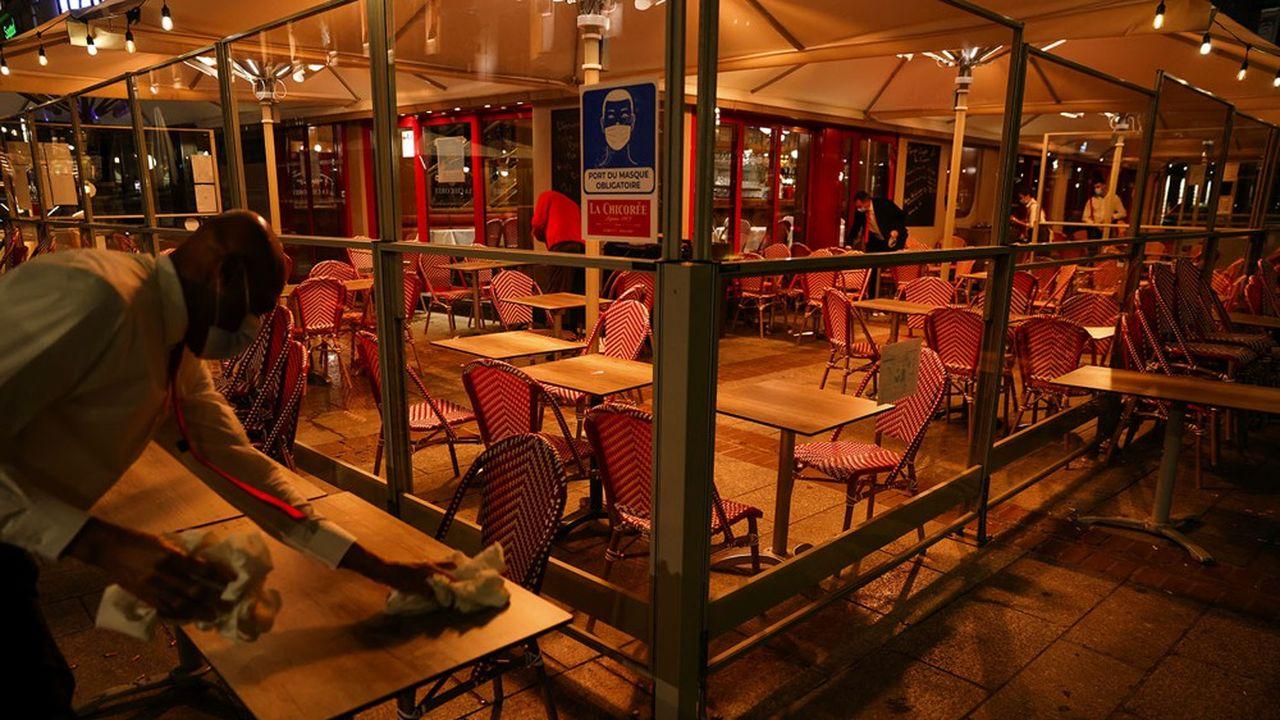 Parmi les restaurants restant ouvert le soir, beaucoup ont avancé à 18 h le début du service pour pouvoir tout avoir fini avant 21 h.