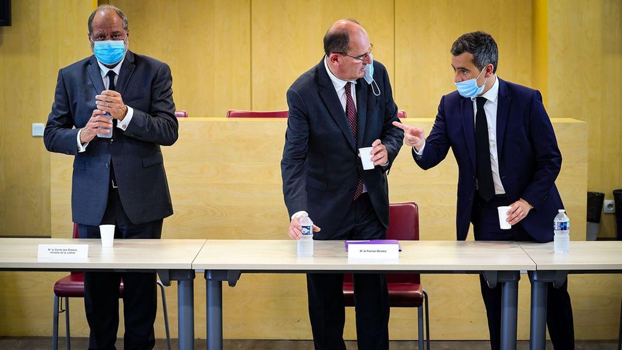 Jean Castex (avec le garde des Sceaux, Eric Dupond-Moretti, et le ministre de l'Intérieur, Gérald Darmanin) a annoncé de nouvelles mesures qui compléteront le projet de loi séparatismes.