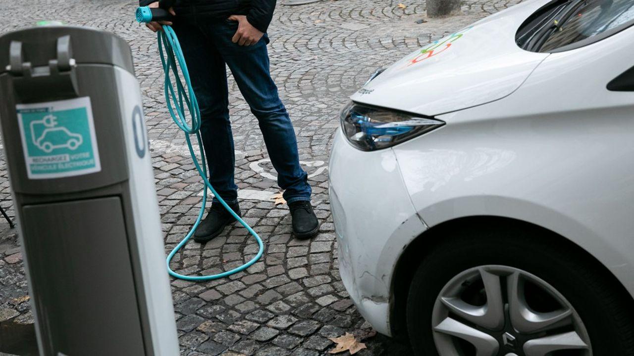 Avec une borne publique pour onze véhicules électriques en circulation, la France fait beaucoup moins bien que les Pays-Bas (4 voitures pour une borne) mais presque jeu égal avec l'Allemagne (9) et un peu mieux que le Royaume-Uni (12).