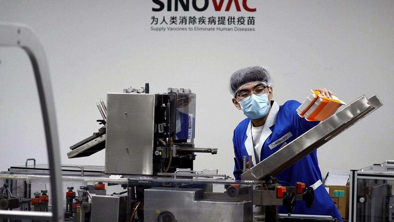 Actuellement, treize vaccins chinois font l'objet d'essais cliniques, dont quatre actuellement en essais avancés de phase 3.