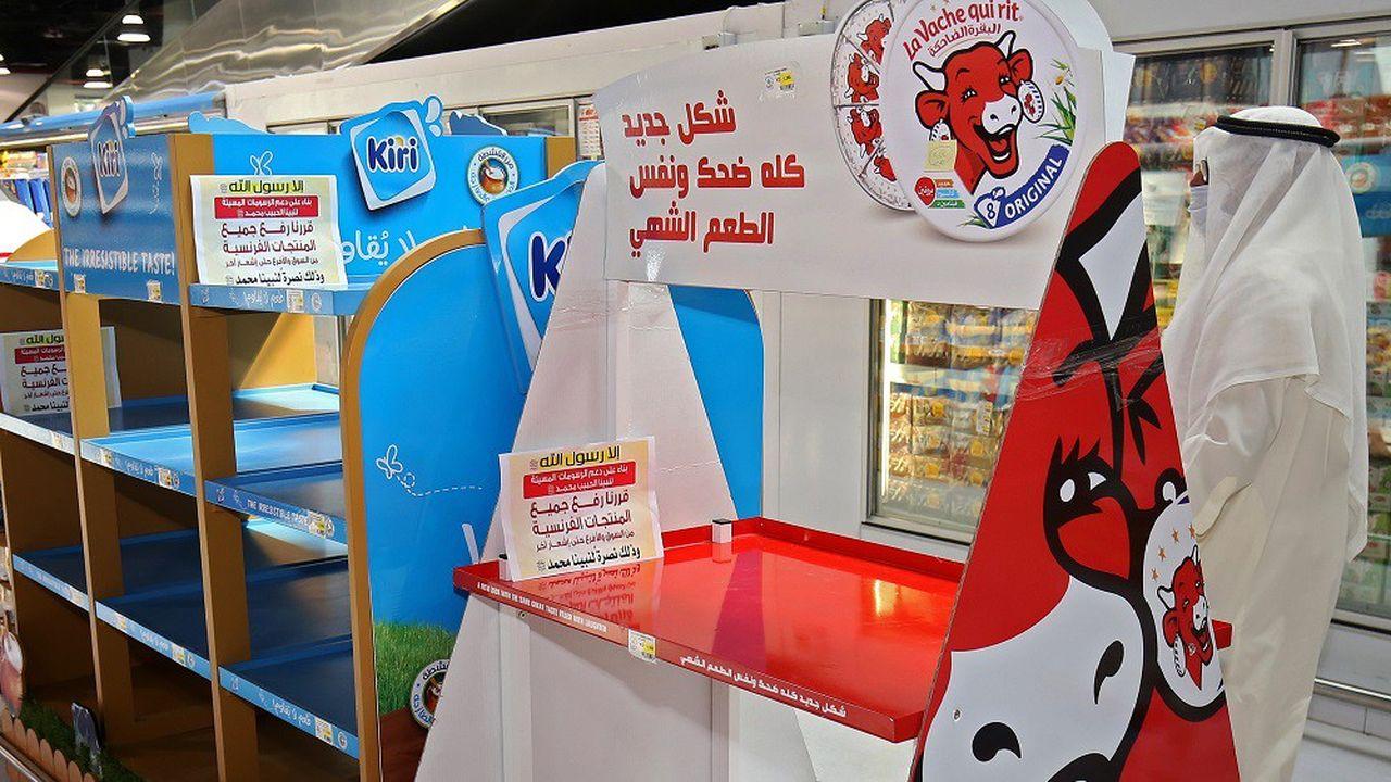 Les produits agroalimentaires français sont principalement visés par les appels au boycott, comme ici dans un supermarché du Koweït.