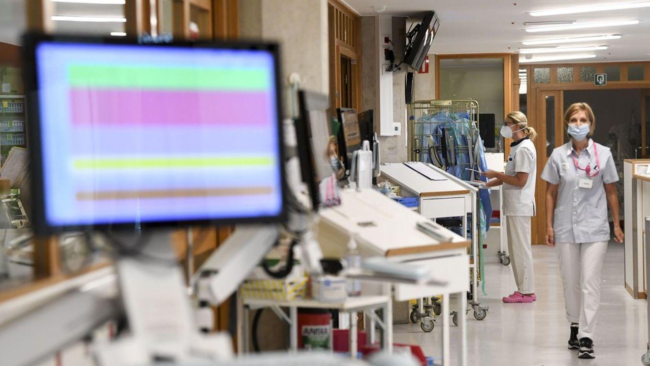 Le plan blanc doit permettre de « mobiliser immédiatement les moyens de toute nature » dont disposent les hôpitaux « en cas d'afflux de patients ».