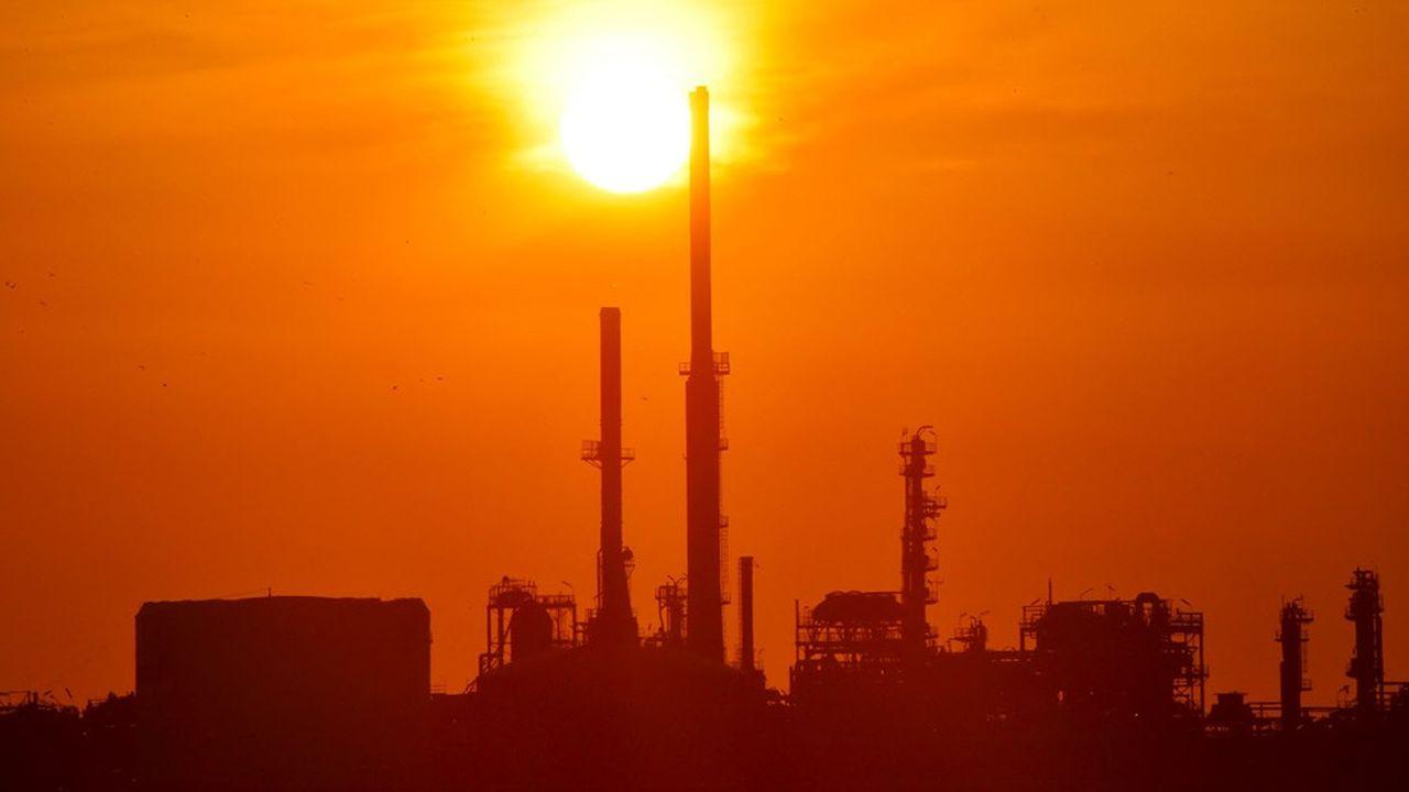 Selon l'organisation, si les banques françaises continuaient de financer l'économie comme elles le font actuellement, la hausse des températures d'ici à la fin du siècle serait de 4°C.
