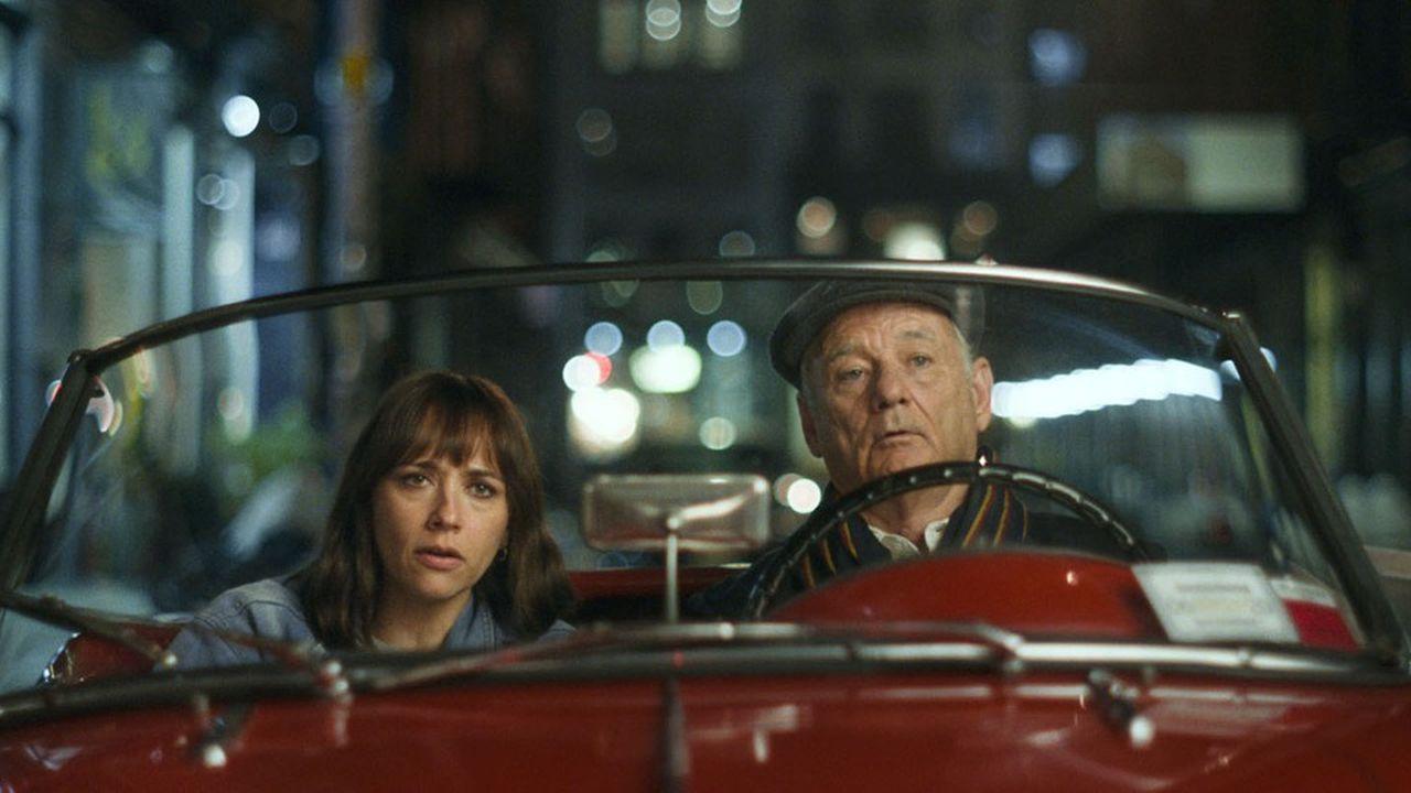 Laura (Rashida Jones) et son père Felix (Bill Murray) jouent aux détectives privés dans les rues de New York.