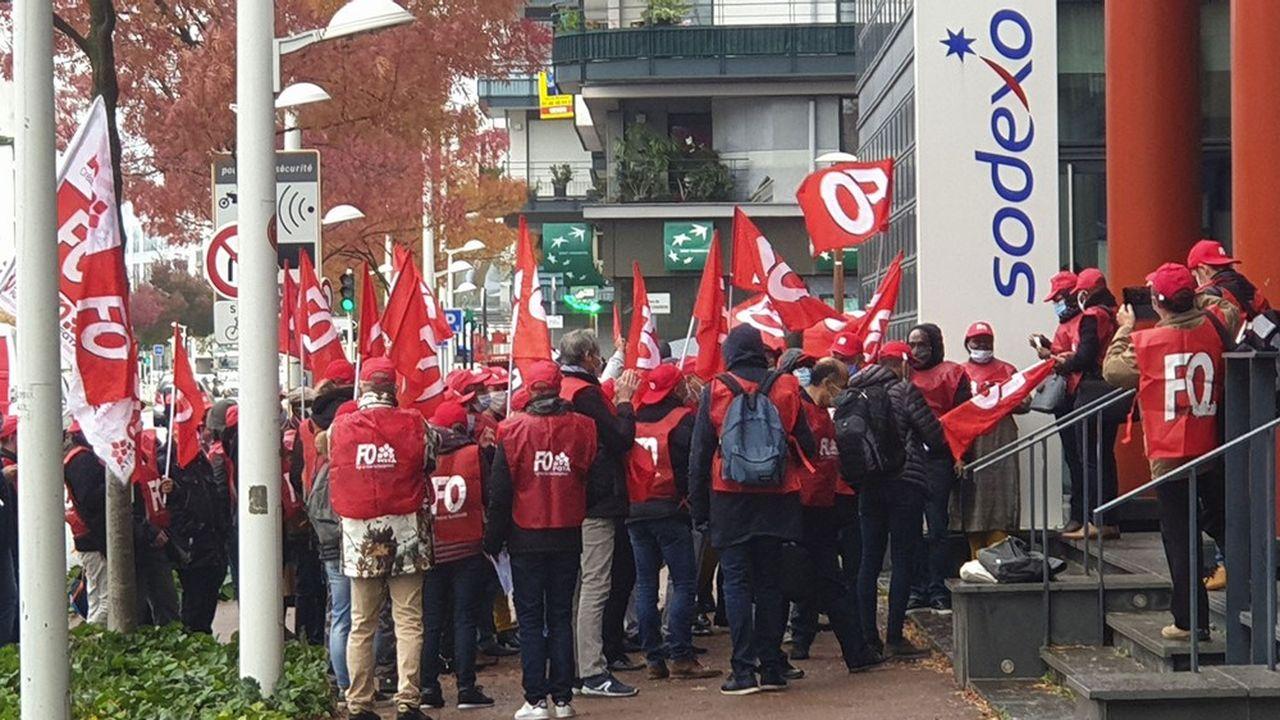 Manifestation ce matin du syndicat FO devant le siège de Sodexo à Issy-les-Moulineaux