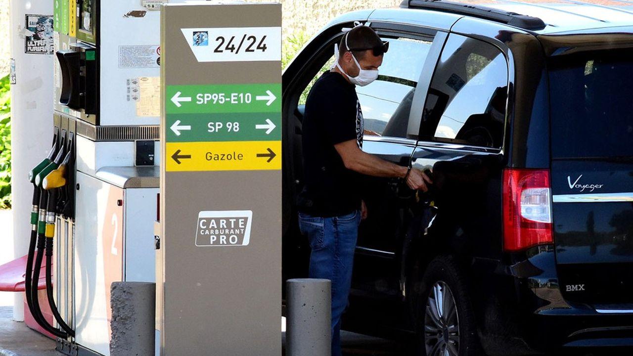 Sur les 915euros payés en fiscalité énergétique, 670euros proviennent des taxes sur les carburants.