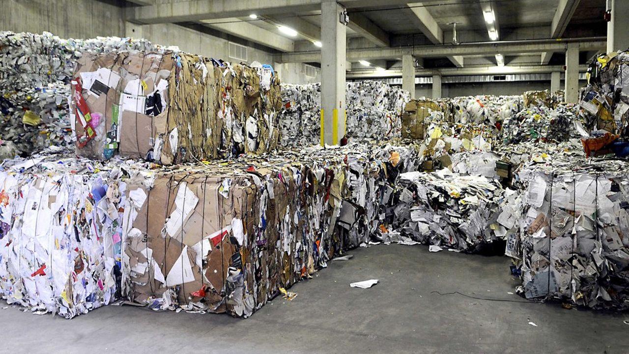 La France manque d'industries pour consommer ses déchets recyclables. Les déchets de papiers-cartons sont ainsi collectés à 79% mais ont encore perdu un débouché avec la fermeture du gros site papetier de la Chapelle d'Arblay, qui recyclait le papier journal.