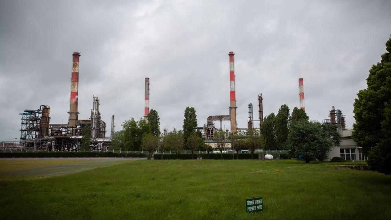 Total va arrêter le raffinage de pétrole sur son site de Grandpuits, en Seine-et-Marne.