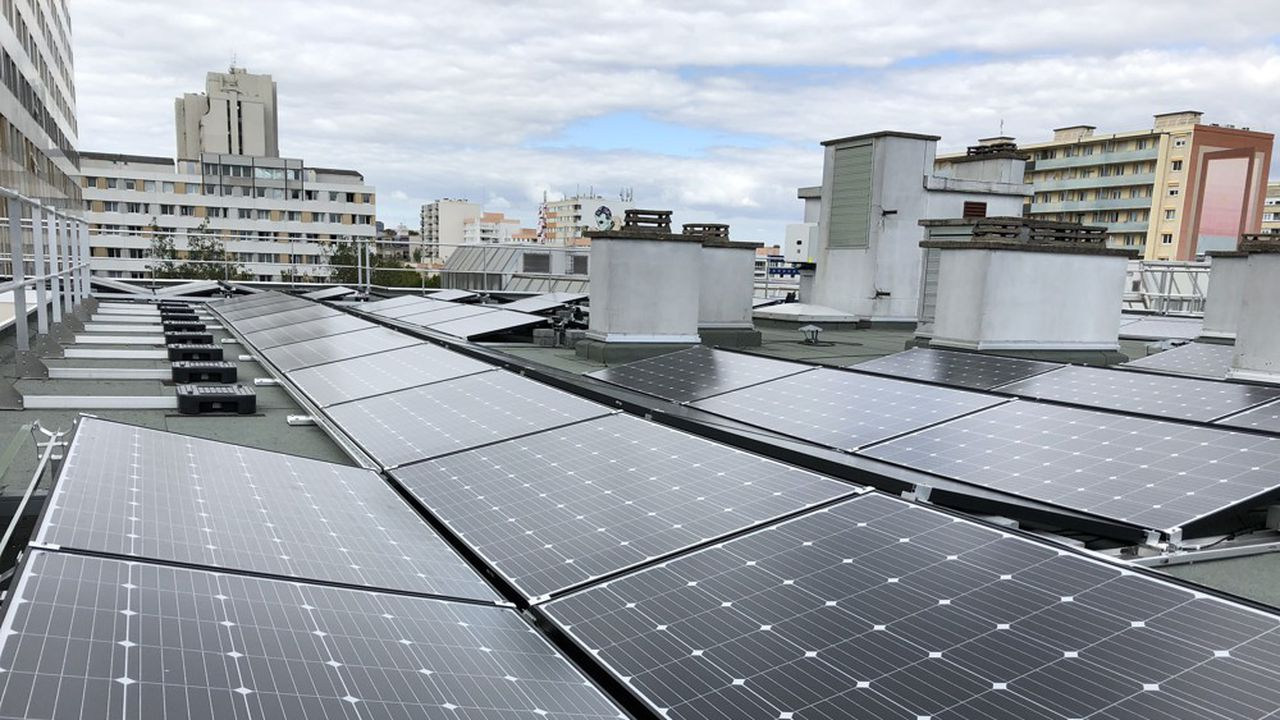Créée par des citoyens, Enercitif installe des centrales photovoltaïques sur les toits des immeubles parisiens.