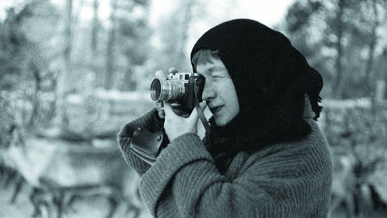 « Laponie », 1957, photo de Sabine Weiss à voir dans l'ancien bâtiment de La Poste de Cergy.