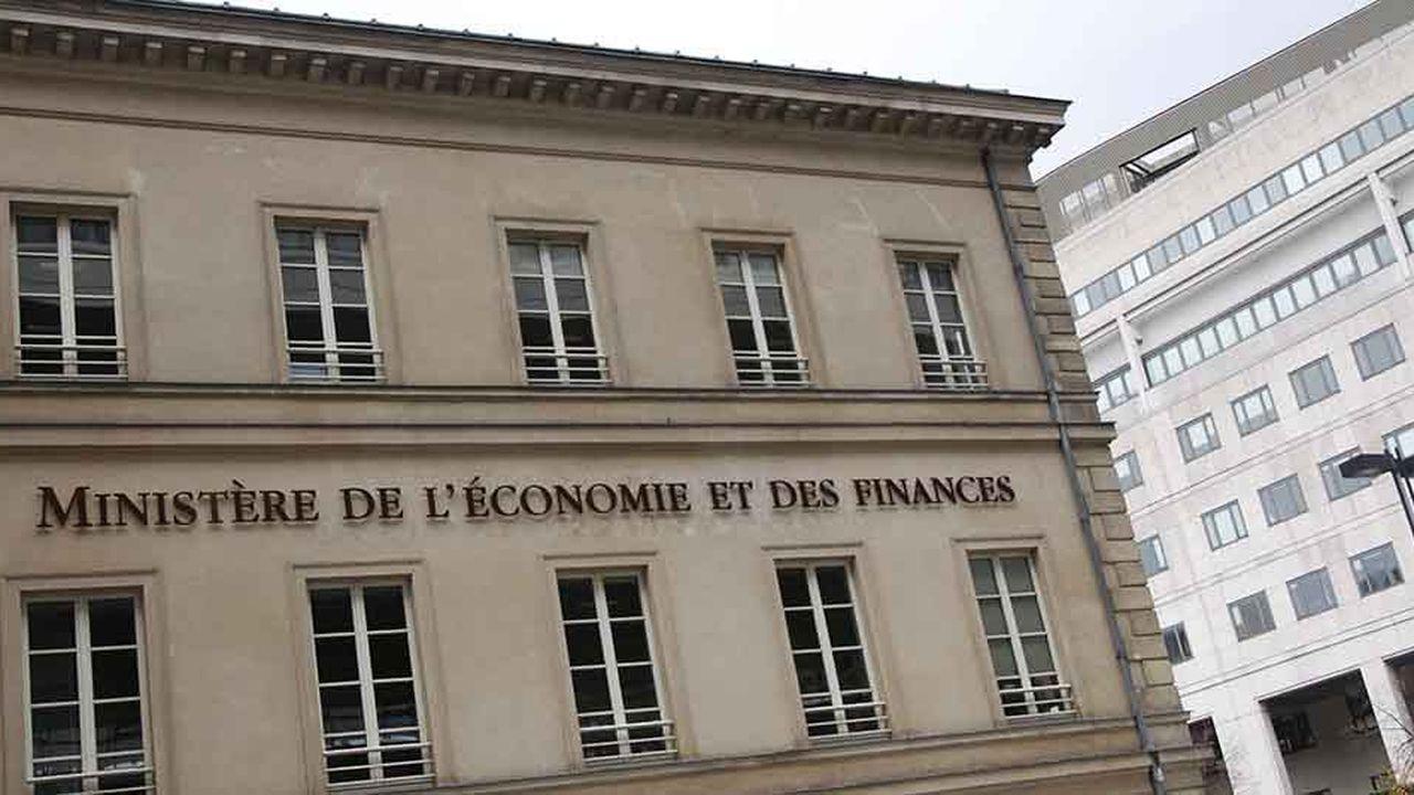 Bercy espérait jusqu'ici contenir la chute du déficit au niveau record de -10,2% du PIB cette année.