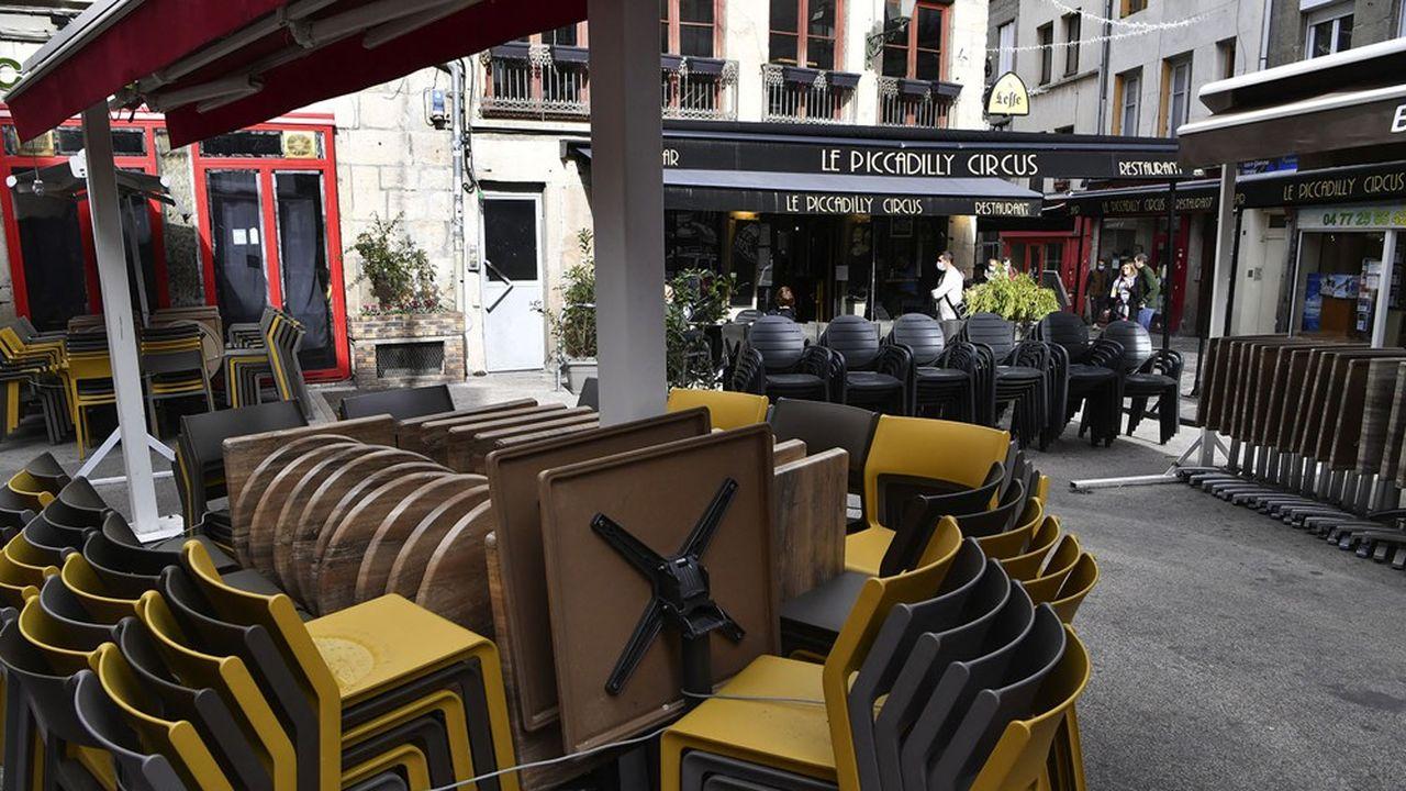 Les services déjà touchés (bars, restaurants, cultureetc.) devraient connaître un nouveau plongeon avec un nouveau tour de vis sanitaire.