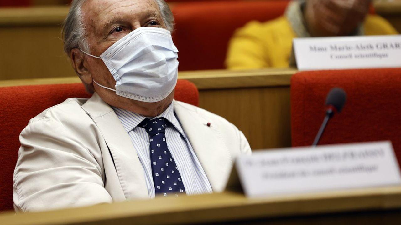 «Nous allons avoir 15 jours à trois semaines extrêmement difficiles pour le système de soins», a prévenu Jean-François Delfraissy sur France Inter ce jeudi matin.