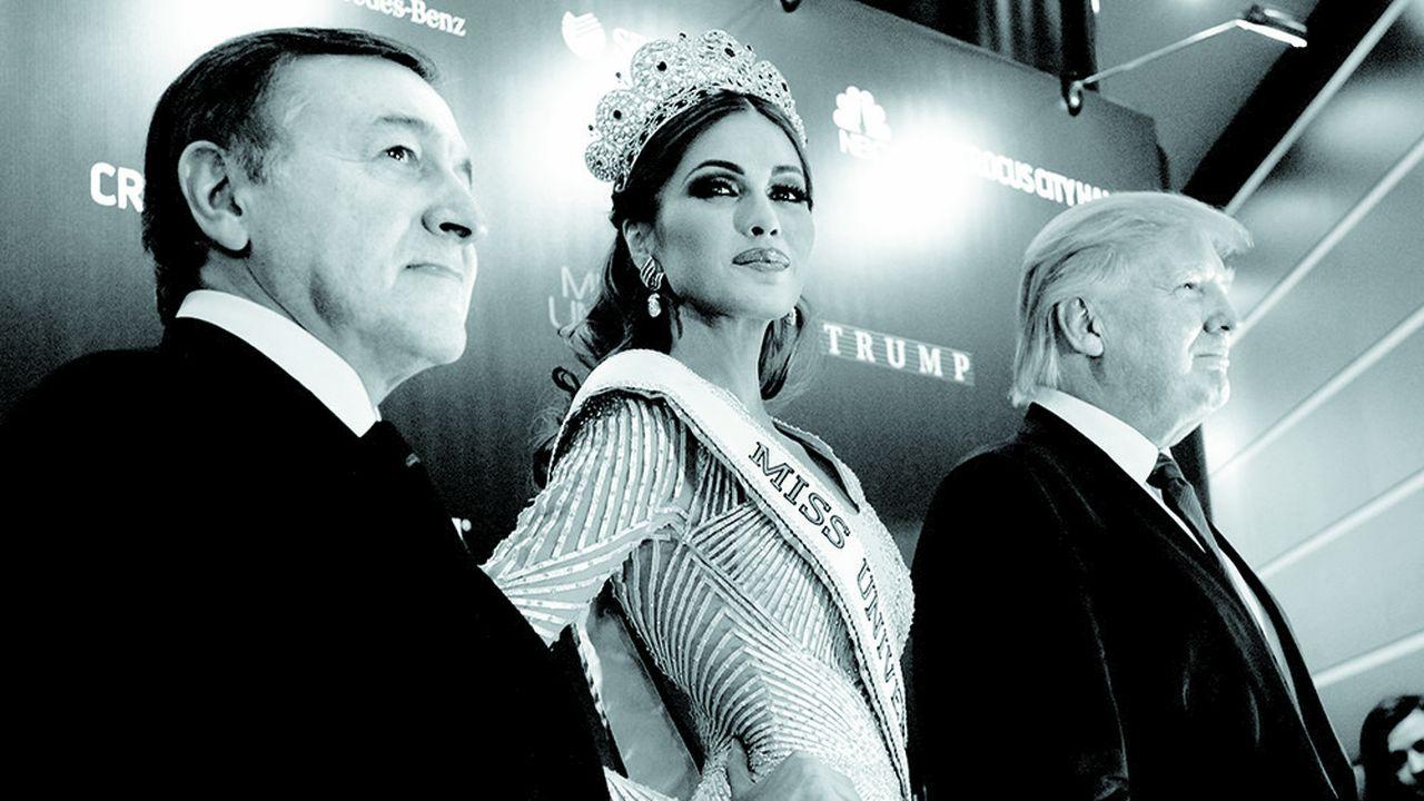 Araz Agalarov (à gauche) et Donald Trump, lors de l'élection de Miss Univers, à Moscou le 9 novembre 2013. Depuis ce week-end clef, les services secrets russes détiendraient une vidéo compromettante du président américain.