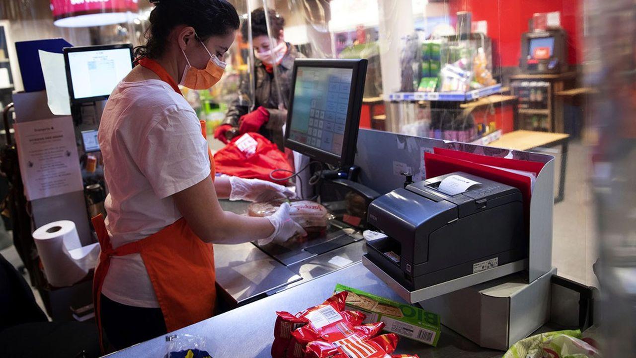 Dans les supermarchés, les protocoles de sécurité sanitaire sont rodés et les rayons seront approvisionnés.