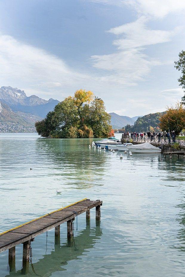 Le lac d'Annecy, où se mirent les montagnes de Haute-Savoie, invite à la contemplation… et à la gourmandise.