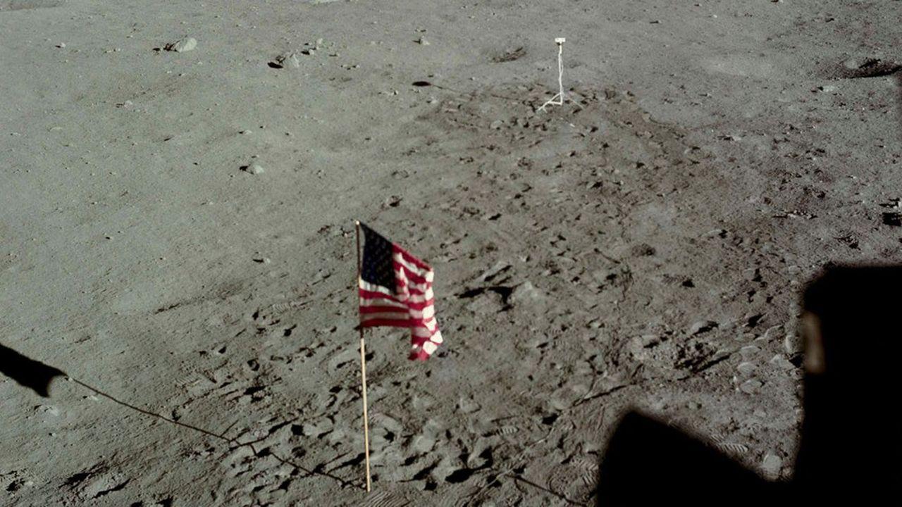 La surface de la Lune piétinée par les bottes d'Armstrong et d'Aldrin le 21juillet 1969. Deux Américains devraient à nouveau fouler le régolite lunaire en 2024.