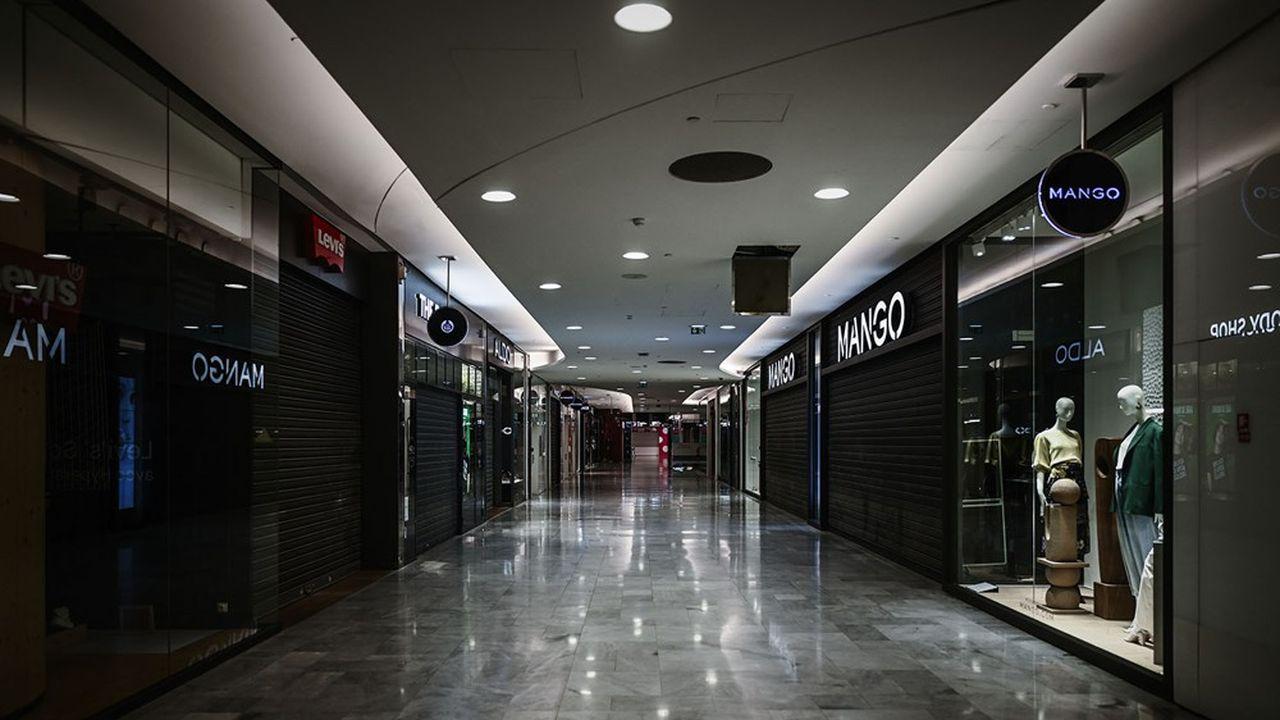 Les centres commerciaux réclament leur réouverture et celles des commerces dits non essentiels.