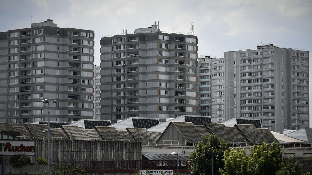 « En dépit des alertes, les villes et quartiers populaires restent un angle mort du plan de relance», selon les élus signataires d'une lettre ouverte à Emmanuel Macron.