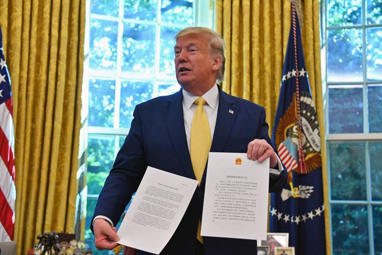 Donald Trump présente un accord commercial préliminaire avec la Chine, le 11octobre 2019.