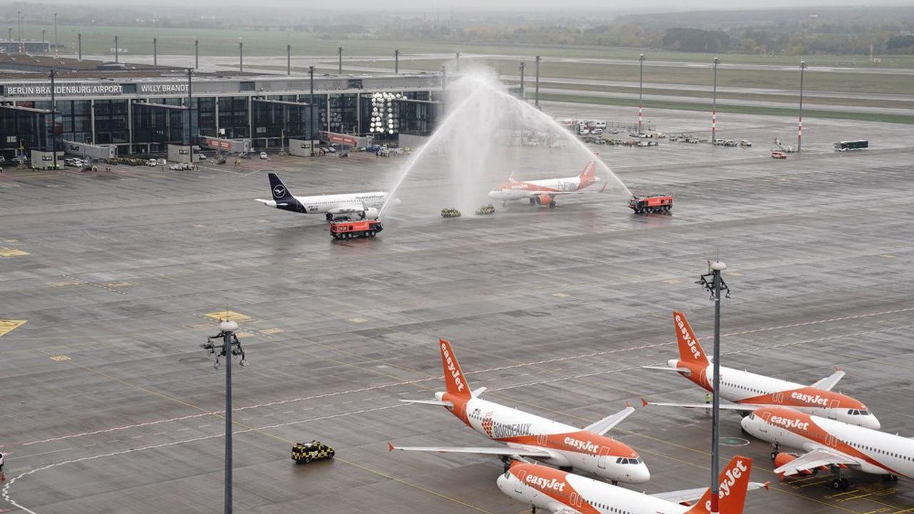 Victime de problèmes en série, l'aéroport de Berlin démarre enfin son activité.