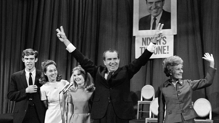 Richard Nixon, élu le 5 novembre 1968, réélu le 7 novembre 1972 (démission en 1974)