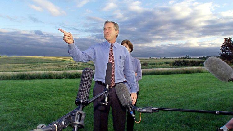 George W. Bush, élu le 18 décembre 2000, réélu le 2 novembre 2004