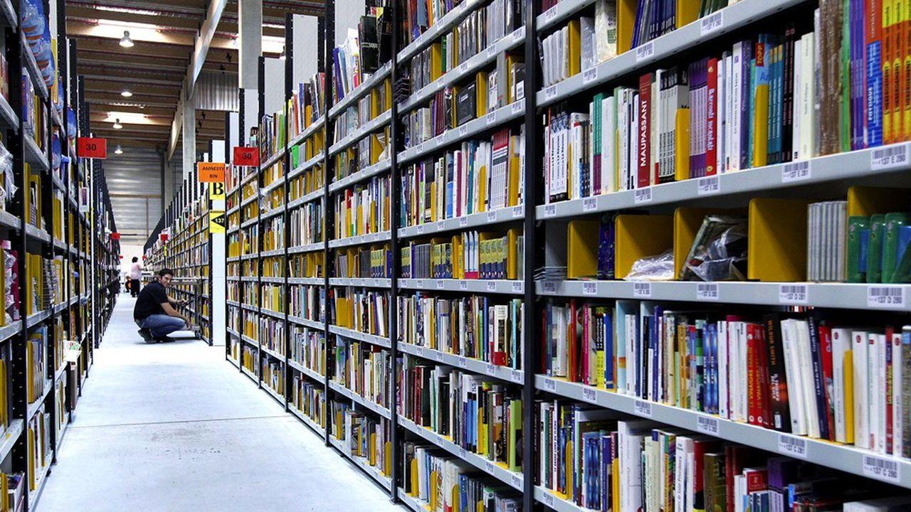 Amazon, qui a bâti son empire à partir de la vente de livres, comme ici dans sa seconde plateforme logistique francaise, domine l'e-commerce hexagonal