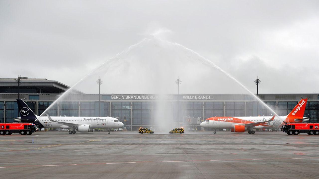 Un premier avion de ligne régulière de la compagnie Easyjet a décollé au petit matin dimanche pour Londres depuis le nouvel aéroport international de Berlin.