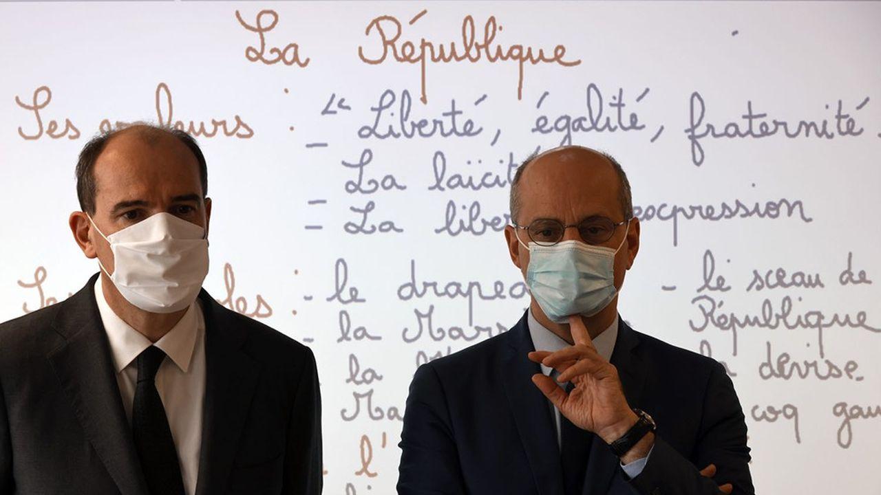 Le Premier ministre et le ministre de l'Education ont entonné la Marseillaise, lundi matin, avec des élèves de CM2 d'une école élémentaire voisine du collège du Bois d'Aulne de Conflans-Sainte-Honorine, où exerçait Samuel Paty, le professeur d'histoire-géographie assassiné par un terroriste islamiste.