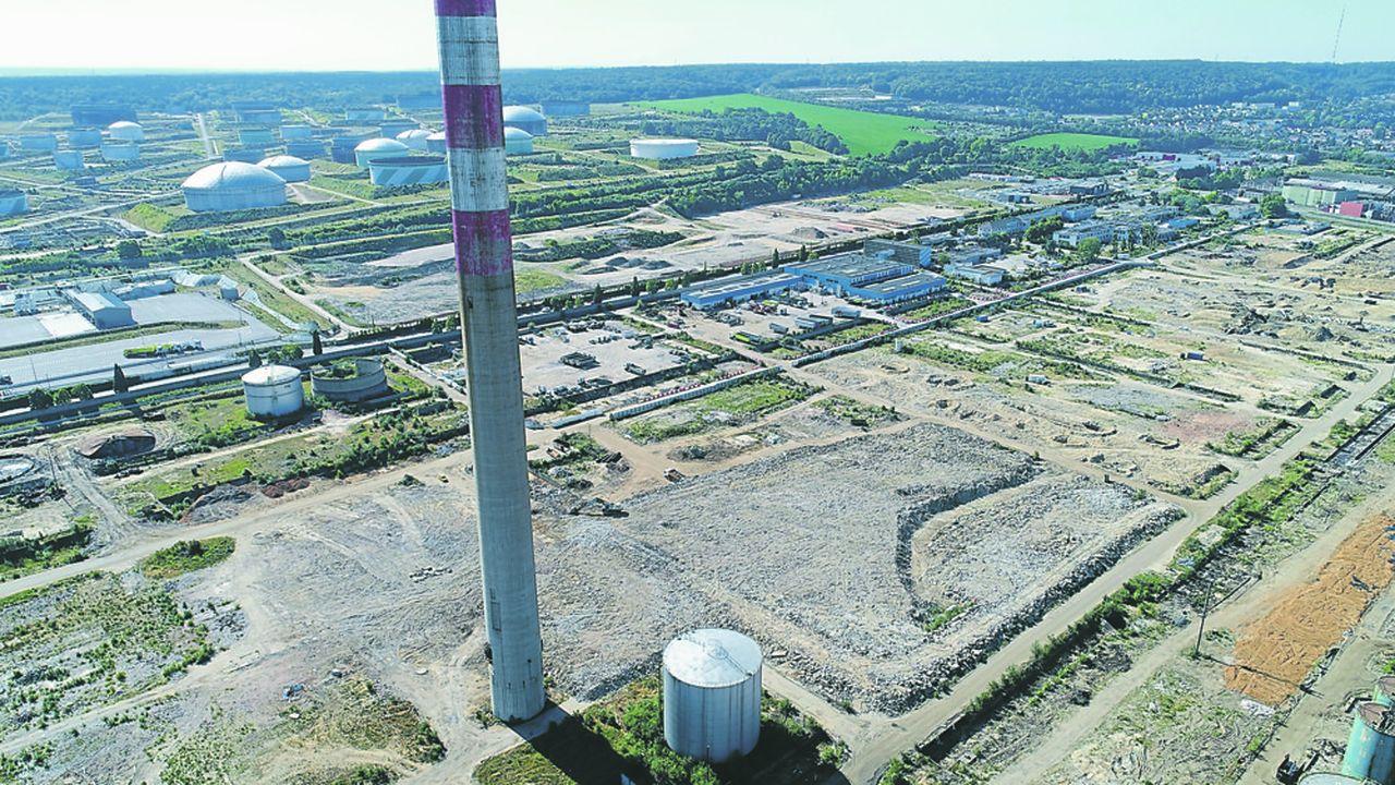 Le spécialiste d'immobilier logistique Gazeley prévoit de construire un centre de distribution pour Amazon sur la friche industrielle laissée par la raffinerie Petroplus qui a fermé en 2013.