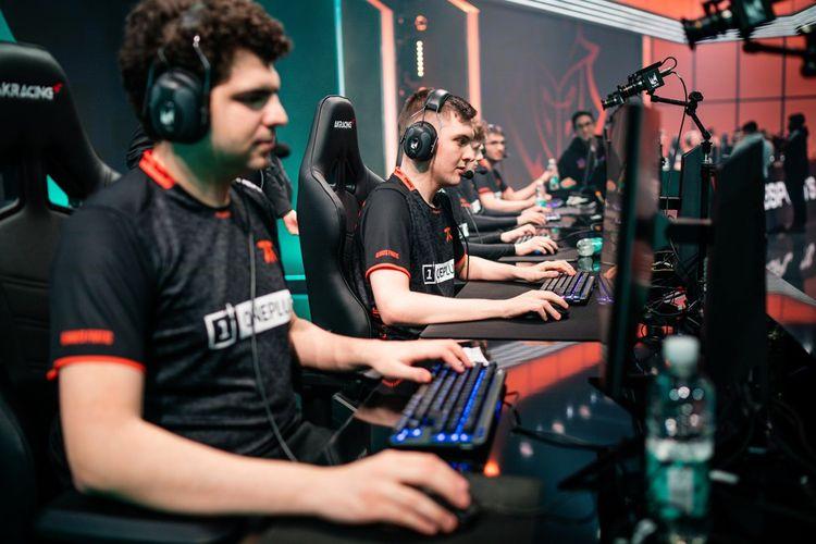 Des joueurs d'e-sport lors du championnat européen de League of Legends, début mars2020.