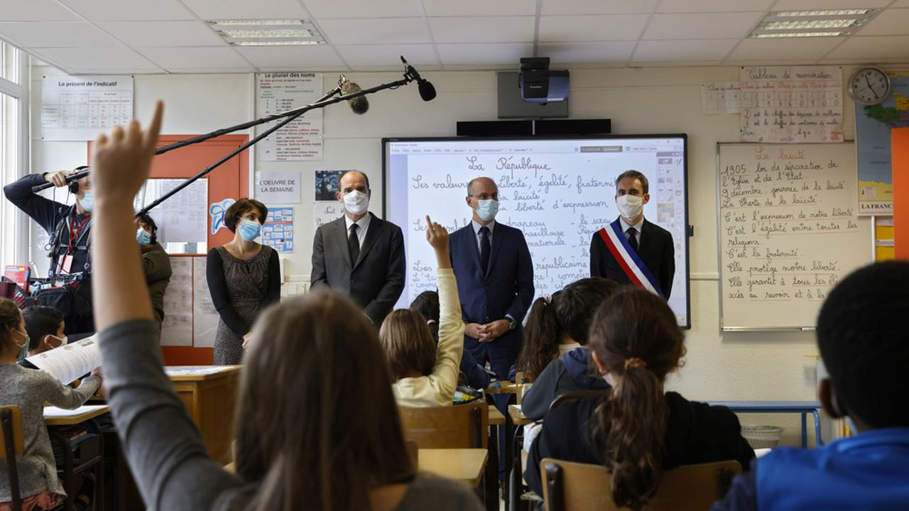 Le Premier ministre, Jean Castex, et le ministre de l'Education nationale, Jean-Michel Blanquer, ont rendu hommage ce lundi à Samuel Paty, dans une école voisine du collège où il exerçait, à Conflans-Sainte-Honorine (Yvelines).
