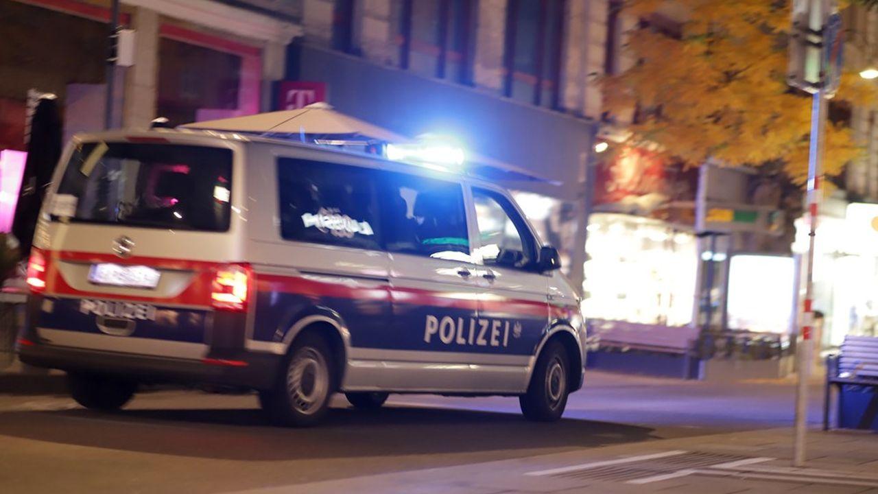 La fusillade qui s'est produite au centre de Vienne, près de la Schwedenplatz, a été qualifiée d'attaque terroriste par les autorités autrichiennes.