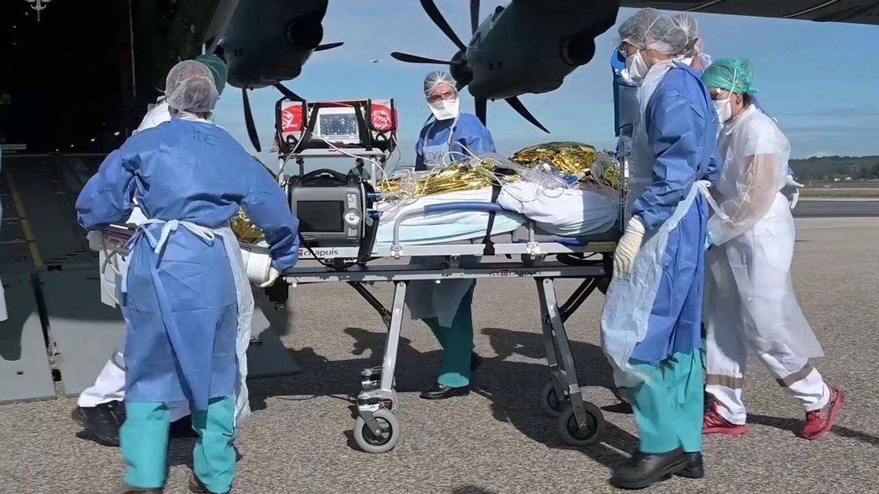 Des transferts de patients en réanimation ont été réalisés par l'armée de l'air vers des départements moins touchés par la deuxième vague épidémique.