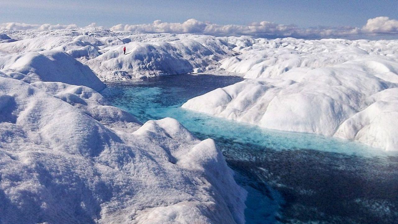 Au Groenland, où le jeune Joseph Cook extrait des micro-organismes, riches d'enseignements. Ses recherches présentent des débouchés industriels et médicaux novateurs.