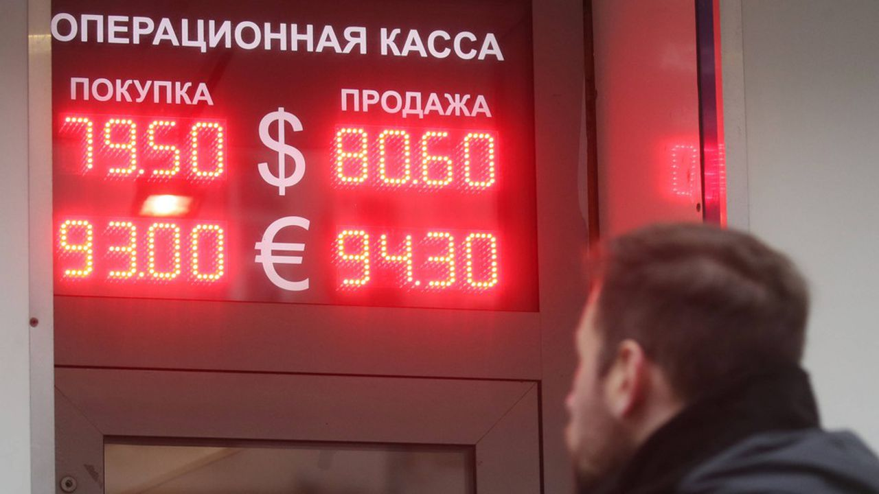 «Le rouble est tombé lundi sous le seuil des 94 roubles pour un euro. Une première depuis 2014 et la double crise, pétrolière et ukrainienne»