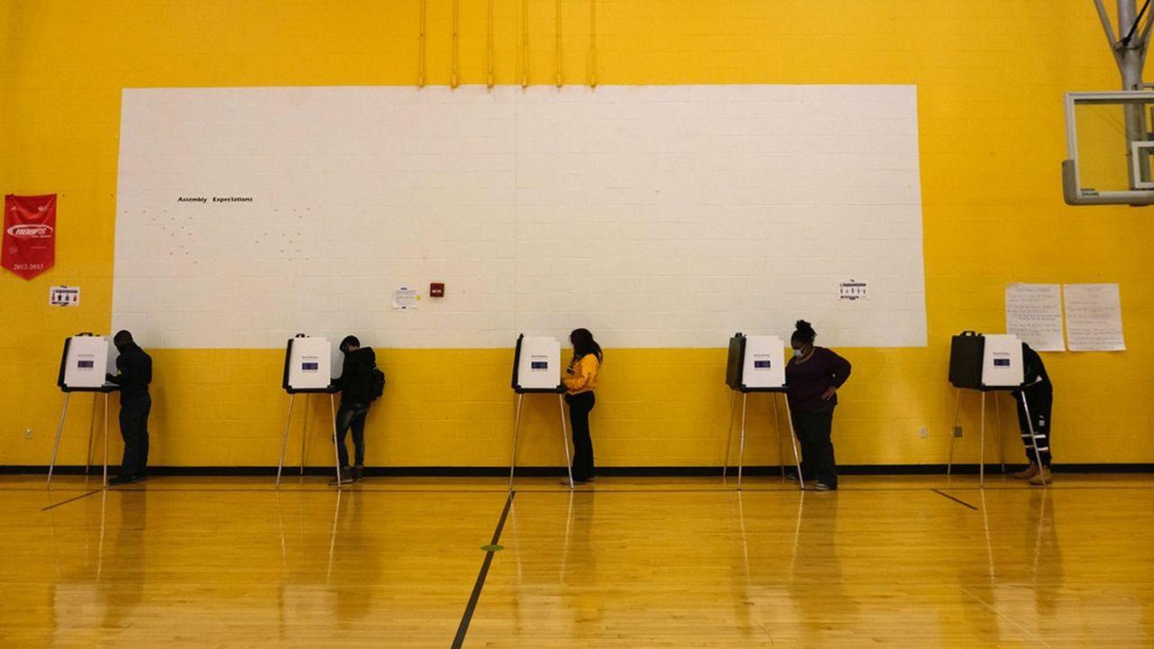 Les bureaux de vote ont ouvert leurs portes, même si beaucoup d'électeurs ont opté pour le vote anticipé cette année.