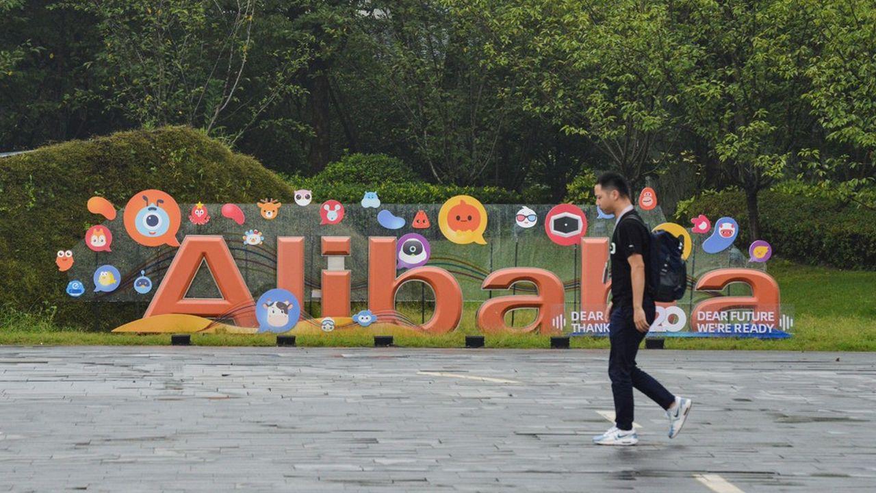 Alibaba est sanctionné en Bourse après la suspension de l'IPO d'Ant Group.
